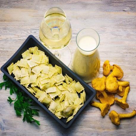 Petits Raviolis, Girolles Persillées et Sauce au Foie Gras 580g Valette